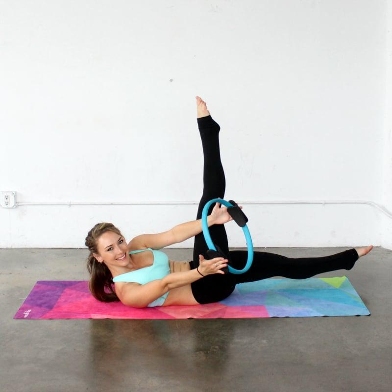 Pilates Ring-Beintraining – Übungen mit dem Zauberkreis